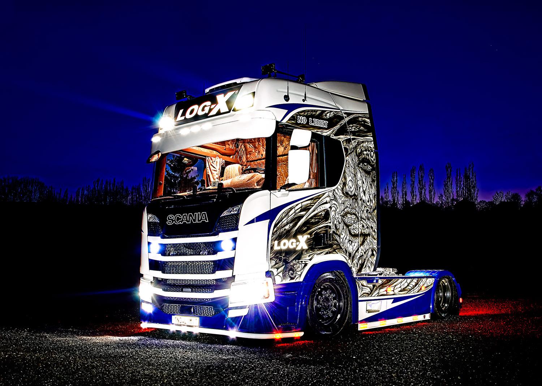 Noční fotka náklaďáku Scania 1NO LIMIT  společnosti LOG-X od Jan Stojan Photography ©