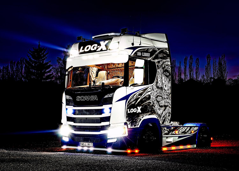 Noční fotka trucku Scania 1NO LIMIT  společnosti LOG-X od Jan Stojan Photography ©