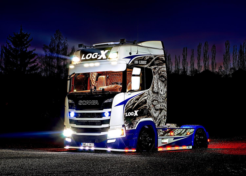 Noční fotka tahače Scania 1NO LIMIT  společnosti LOG-X od Jan Stojan Photography ©