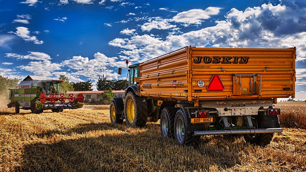 Kombajn Claas a traktor s přívěsem Joskin od Jan Stojan Photography ©