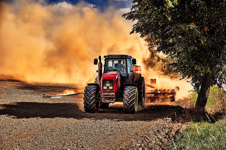 Fotka traktoru při práci na Vysočině od Jan Stojan Photography ©