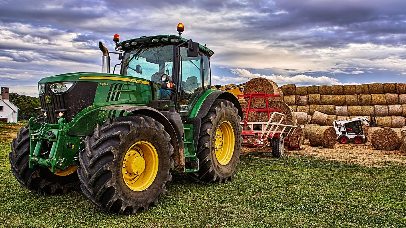 Fotka traktoru John Deere 6195R při práci od Jan Stojan Photography ©