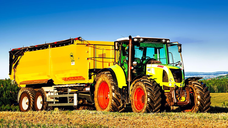 Fotka traktoru Claas 640 Aron a vlek Wielton na Vysočině od Jan Stojan Photography ©