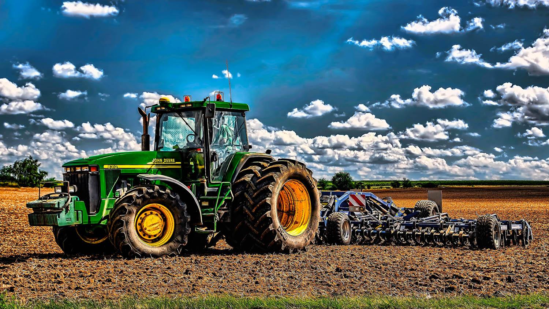 Fotka traktoru John Deere 8310 při práci na Vysočině od Jan Stojan Photography ©