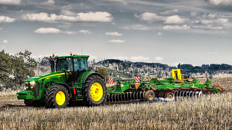 Fotka traktoru John Deere 8530 při práci na Vysočině od Jan Stojan Photography ©