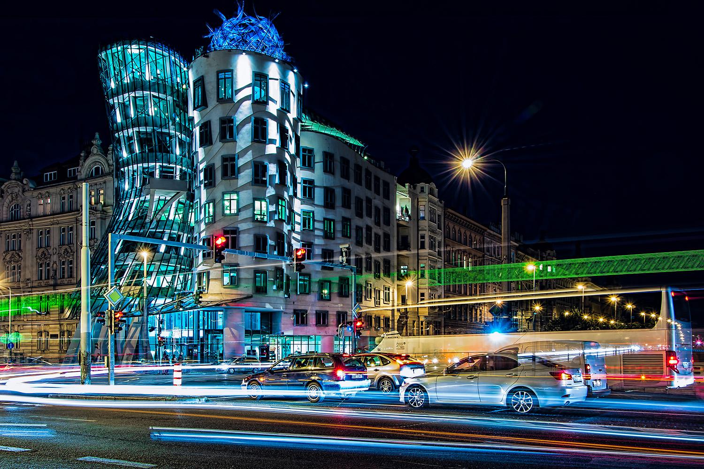 noční fotka dancing house / tančící dům Prague od Jan Stojan Photography ©
