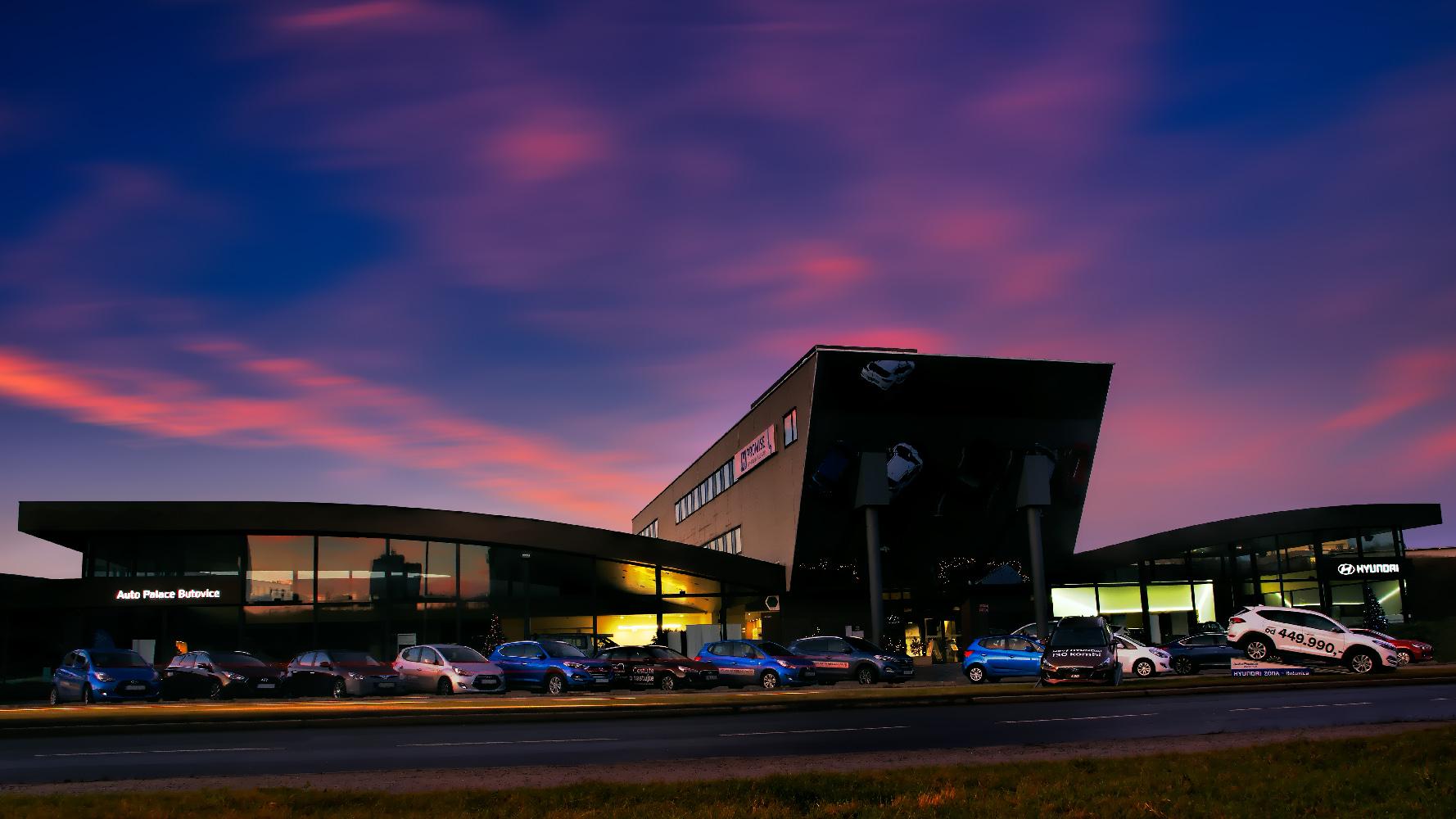 Noční fotka Auto Palace Butovice Hyundai od Jan Stojan Photography ©