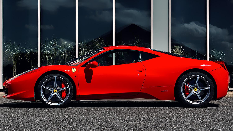 Boční pohled na supersport Ferrari 458 Italia od Jan Stojan Photography ©