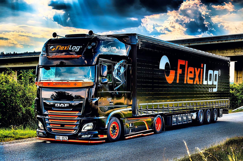 Truck DAF Black Diamond s návěsem společnosti FlexiLOG od Jan Stojan Photography ©