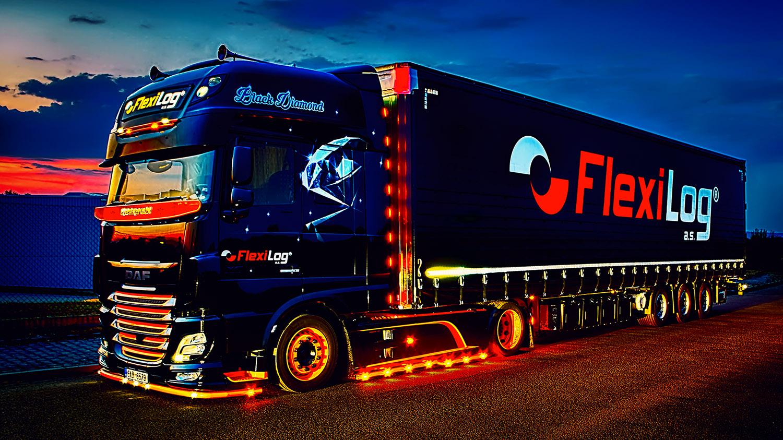 Noční fotka Truck DAF Black Diamond s návěsem společnosti FlexiLOG od Jan Stojan Photography ©