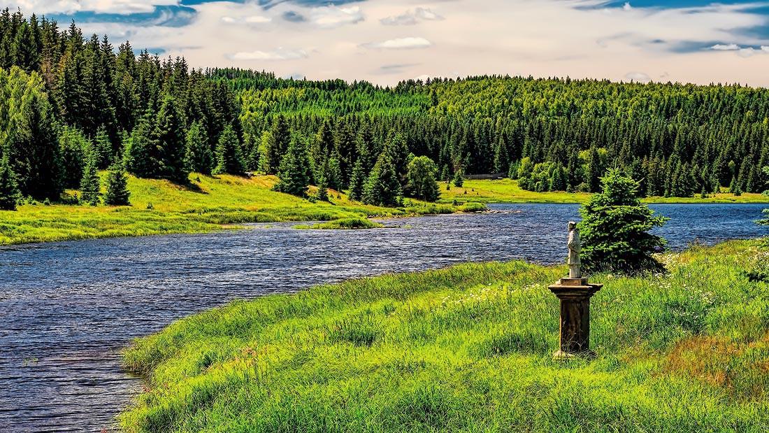 svatý Jan Nepomucký na flájské přehradě celkový pohled