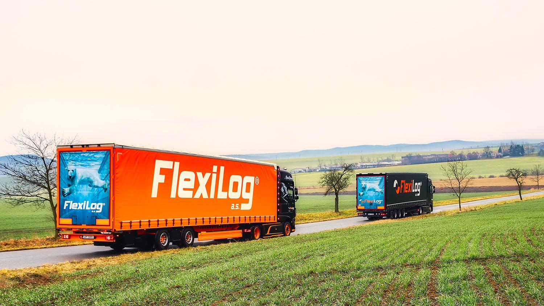 Nákladní auta FlexiLog na cestě
