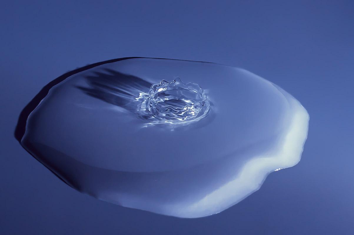 Detail dopadu kapky vody na hladinu od Jan Stojan Photography ©
