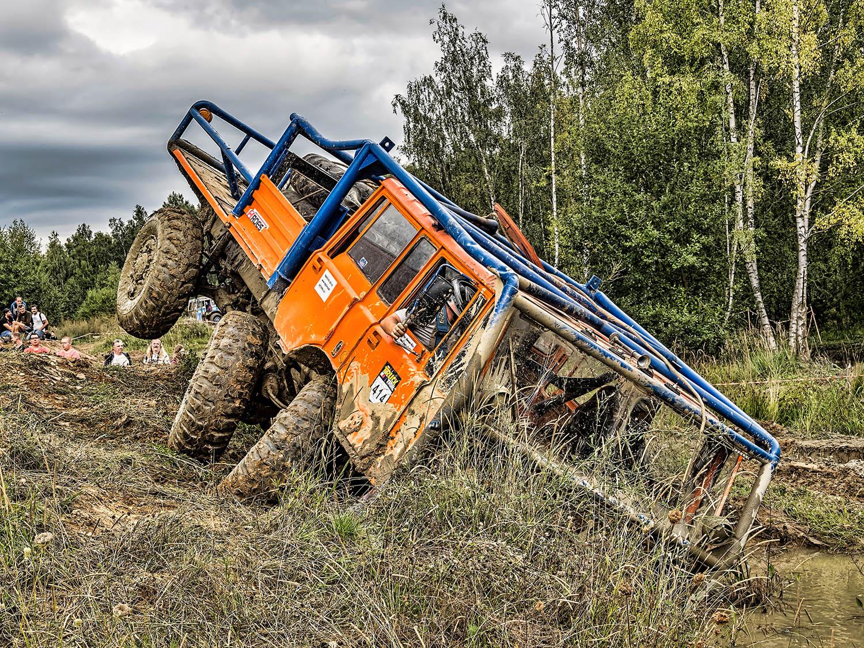 oranžová modrá Tatra TP 6x6 tahač přívěsů na truck trialu v Jihlavě