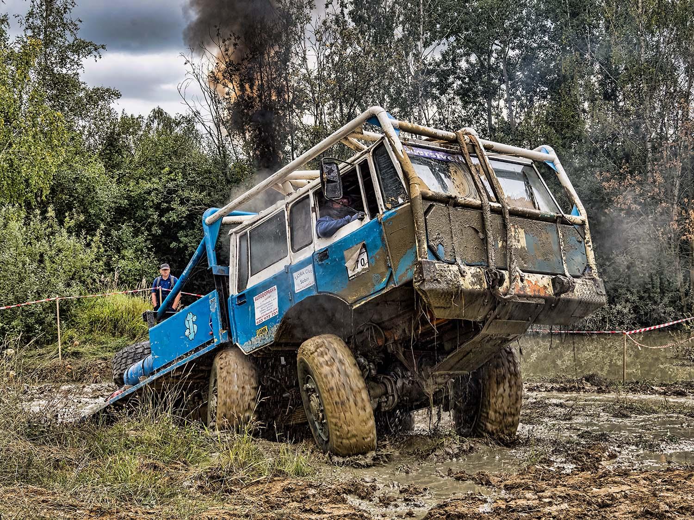 modrá Tatra TP 6x6 tahač přívěsů