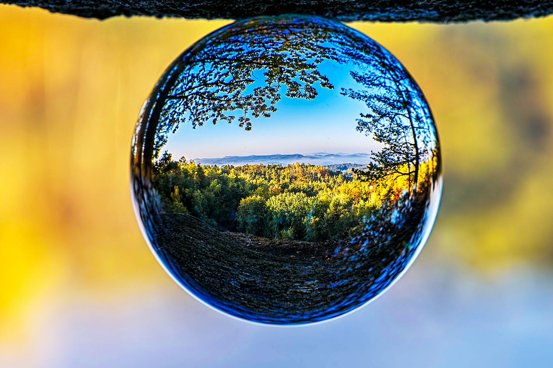 Krajina skleněná koule jan stojan ©, pentax